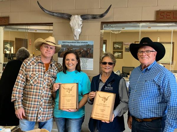 High Lot Buyer and Hired Hand customer Justin McNeese & Andrea McHenry, JHM Longhorns along with High Lot Seller and Hired Hand cusotmer Nancy Dunn, Rollin D Ranch with Sale Host Rick Friedrich